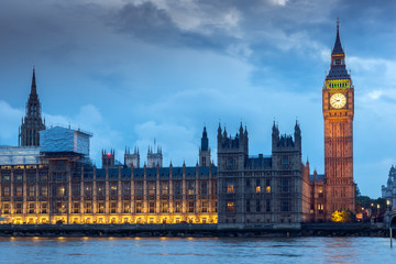Photo sur Plexiglas Londres Night photo of Houses of Parliament with Big Ben from Westminster bridge, London, England, Great Britain