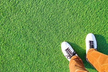 人工芝と足