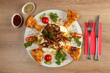 Kebab with Yogurt and Potato Chips