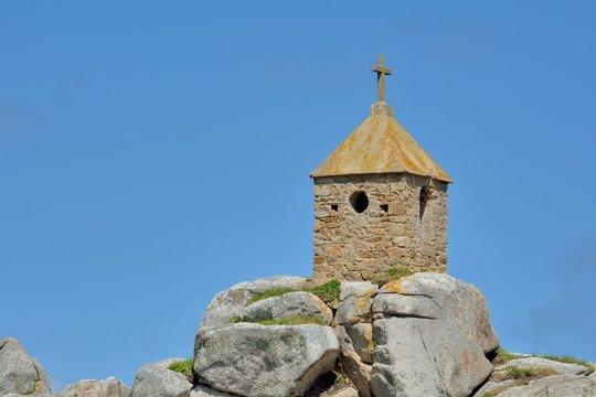 Le rocher de la sentinelle à Penvénan Port-Blanc dans le Trégor en Bretagne
