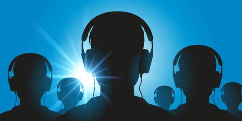 casque audio - concept - écoute - musique info - information - propagande - détente - robot