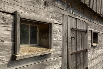 Kuhstall - Front - Stall - Fenster - Holz - Allgäu