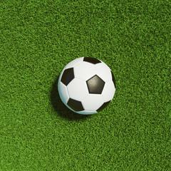 Fußball von oben auf Gras vom Fußballfeld