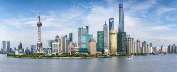 Panoramasicht auf die Skyline von Shanghai in China an einem sonnigen Tag
