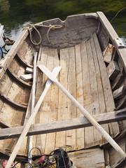 Museo Marítimo de Kristiandsund en Noruega, barca de madera con remos,  en el verano de 2017