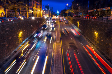 Rush hour traffic on North Capitol show tail lights leading to US Capitol, Washington D.C. Fotomurales