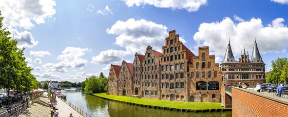 Lübeck, Holstentor und Salzspeicher