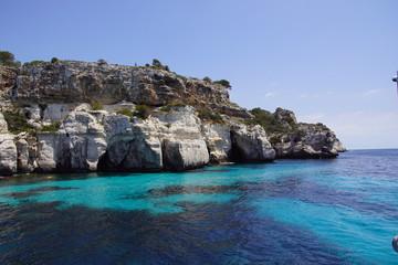Magnifique calanque aux eaux turquoises sur l'île de Minorque, Baléares, Espagne