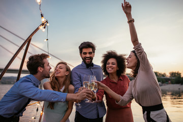 Cheers to friendship !