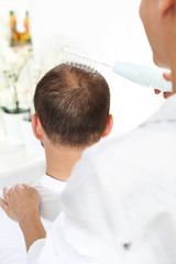 Kuracja przeciw wypadaniu włosów. Mezoterapia tlenowa