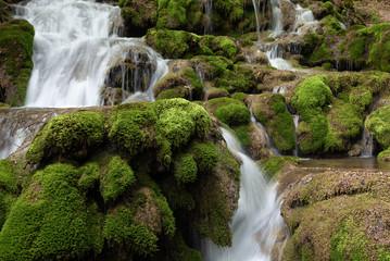Cascadas de la Tobería en la sierra de Entzia, Euskadi, España