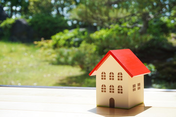 Home miniature. Images of building houses and a household. 家のミニチュア 家を建てるなどのイメージ