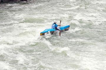 Fototapete - canoa fra le rapide