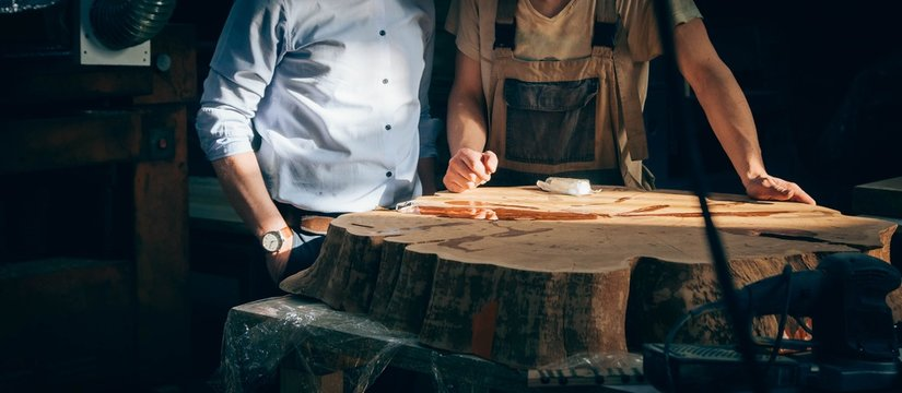 manufacture of furniture from solid wood. Discussion of the project of the customer and the master of the artisan.
