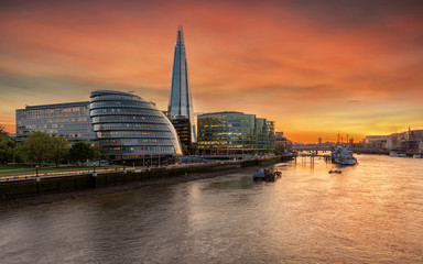 Sonnenuntergang über der Skyline von London, Großbritannien