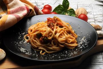 Pasta alle vongole Cucina italiana Italienische Küche Italian cuisine Gastronomía de Italia イタリア料理 مطبخ إيطالي