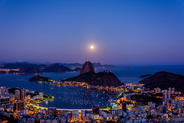 Tuinposter Rio de Janeiro View to Pao de Acucar (Sugar Loaf Mountain) during beautiful full moon at Mirante Dona Marta (Dona Marta viewpoint) , Rio de Janeiro, Brazil