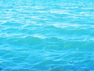agua del mar en la orilla de la costa