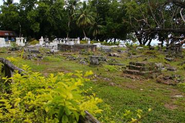 ancien cimetiere sur l'ile de la digue aux seychelles