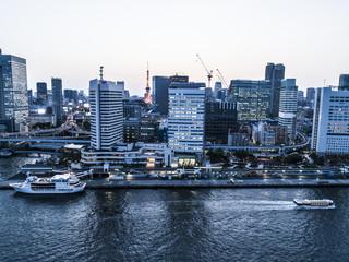 東京タワーと運河