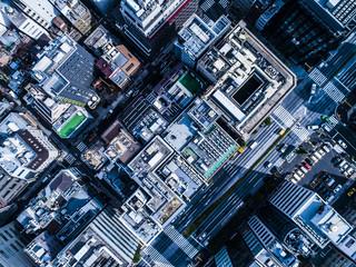 ビル群を真俯瞰から撮影した写真