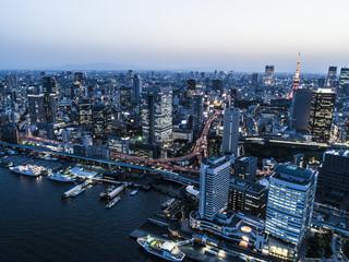 運河と東京タワーの都市写真