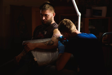 Tattooist makes a tattoo.
