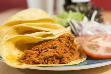 Tacos con carne mechada