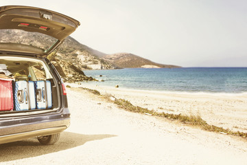 summer car with suitcase and beach landscape