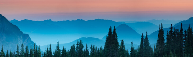 Photo sur Toile Saumon Blue hour after sunset over the Cascade mountains