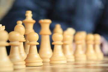 ajedrez piezas figuras blancas tablero 4M0A2702-f18