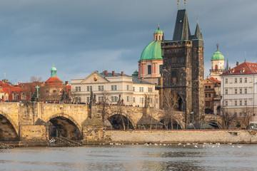 Prag an der Moldau mit Karlsbrücke und Dom in Tschechin
