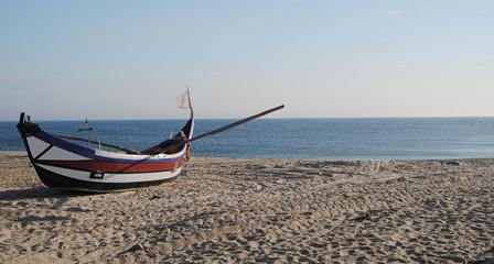 Barco a olhar para o horizonte
