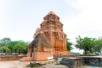 Thap Poshanu Tower.