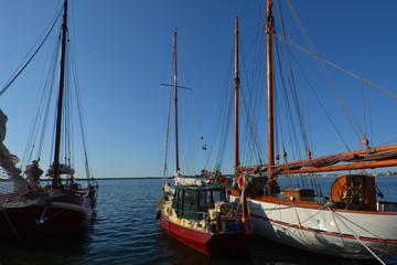 nostalgische Segelschiffe im Hafen Altefähr, Rügen