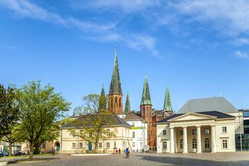 Oldenburg, Schlossplatz mit Schlosswache und Lambertikirche