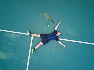 Man win tennis game