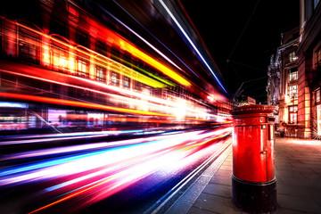 Foto op Aluminium Londen rode bus Speed of light in London City