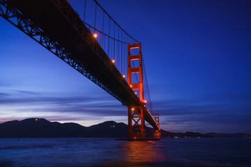 Fotomurales - The Golden Gate Bridge at Dusk