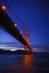 Fototapete - The Golden Gate Bridge at Dusk