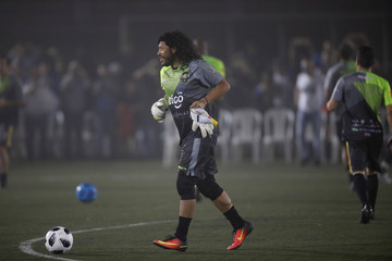 Former Colombian goalkeeper Rene Higuita warms up prior to an exhibition match at Las Delicias Stadium in Santa Tecla