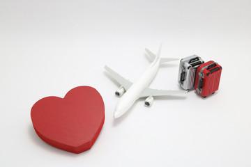 スーツケースとハートと飛行機