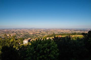Panorama sulle colline marchigiane fino a raggiungere il mare Adriatico da Cingoli il balcone delle Marche, Macerata, Marche, Italia