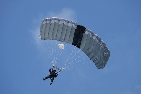 parachutiste des forces spéciales