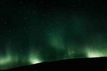 Aurore boréale dans le ciel d'islande