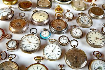 Viele Taschenuhren