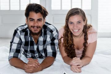 Junges Paar im neuen Zuhause