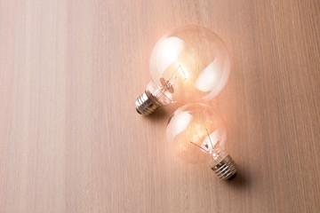 光った電球