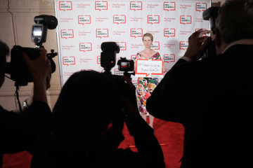 Actress Cynthia Nixon holds a sign on behalf of detained Reuters journalists Kyaw Soe Oo and Wa Lone at the PEN America Literary Gala in New York