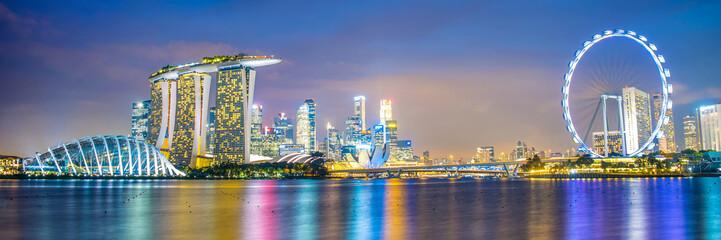 Foto auf AluDibond Singapur Panorama of Singapore city skyline by night